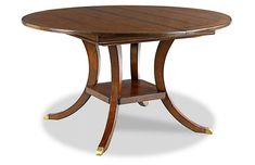 Wonderful, classic round dining table. Seats 6