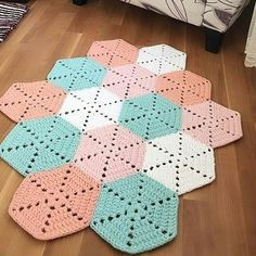 Find and save knitting and crochet schemas, simple recipes, and other ideas collected with love. Crochet Afghans, Crochet Mat, Crochet Squares Afghan, Crochet Rug Patterns, Crochet Carpet, Crochet Motifs, Crochet Home, Love Crochet, Crochet Crafts