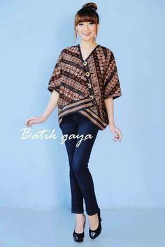 Batik Fashion, Hijab Fashion, Boho Fashion, Womens Fashion, Fashion Design, Fashion Dresses, Blouse Batik, Batik Dress, Outer Batik
