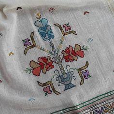 Otomatik alternatif metin yok. Organic Art, Hand Embroidery, Cross Stitch Patterns, Diy And Crafts, Vintage, Barbell, Instagram, Cross Stitch, Punto De Cruz