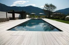 Black swimming pool x Timber Deck Edging Swimming Pool Decks, Swimming Pool Designs, Wooden Pool Deck, Wooden Decks, Moderne Pools, Concrete Pool, Timber Deck, Custom Pools, Pool Landscaping