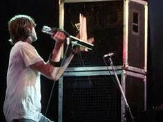 kurt cobain smashing guitar - Pesquisa Google