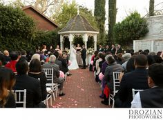 Such a pretty courtyard at Vizcaya in Sacramento! #WinterWedding #Drozian #Photoworks