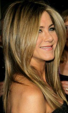 Jennifer Aniston hair color. Highlights. http://celebrityhairstylespictures.blogspot.com/2013/08/jennifer-aniston-hairstyle-pictures.html