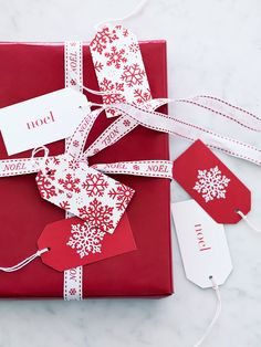 Snowflakes Gift Tags - Cox & Cox