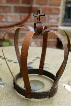 Krone aus Stahlband                                                                                                                                                                                 Mehr