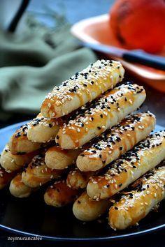 Vinegar savory biscuits recipe Vinegar savory biscuits recipe , sirkeli tuzlu kurabiye tarifi , tuzlu sirkeli Source by Salt Cookies Recipe, Biscuit Recipe, Savoury Biscuits, Cookies Et Biscuits, Shortbread Recipes, Cookie Recipes, Shortbread Cookies, Turkish Recipes, Recipe Images