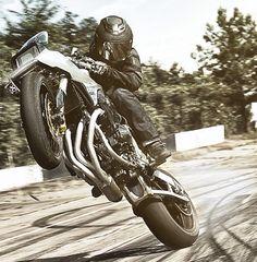 Icon latest bike, the New Jack is the reimagination of the 1982 Suzuki Katana. Built in portland, the bike uses the full extent of Suzuki kits. Suzuki Cafe Racer, Moto Suzuki, Suzuki Motorcycle, Motorcycle Outfit, Cafe Racers, Suzuki Gsx, Katana, Valentino Rossi, Bobber