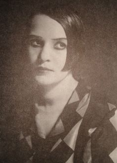 Image from http://www.peoples.ru/art/theatre/actor/raikh/raikh-07232007113612.jpg.