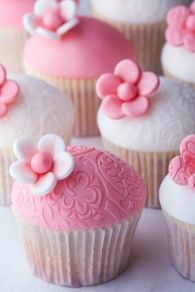 Pink & White Flower Cupcakes.
