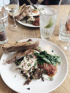 Evelyn's Bar and Cafe in the Northern Quarter, Manchester | review    #potatohash #confitduck #chutney #salsa #brunch #lunch #foodieideas #placestoeat #Manchester #northernquarter #friedegg #sourdough