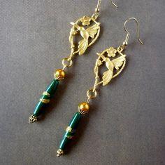 """Boucles d'oreille """"Gold Birds"""" oiseau plaqué or 22Kt;perle vintage verte et dorée . : Boucles d'oreille par bleusoupir"""