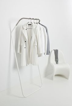 Cascando Lean on, a wardrobe solutions that just leans against the wall but with a high level of stability.