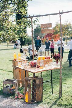eleonore-thierno-orangerie-de-rochemontes-209 -  mariage - automne - toulouse - fleurs - flowers - décoration - Bar à jus de pommes