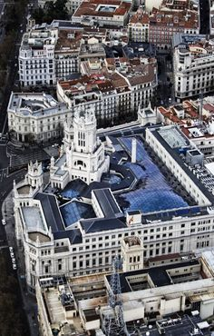 Palacio de Cibeles, sede del Ayuntamiento de Madrid. Great Places, Places To Visit, Travel Around The World, Around The Worlds, Le Palais, Barcelona, Spain And Portugal, Most Beautiful Cities, Spain Travel