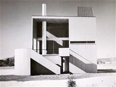 Charles Gwathmey. I'm taking another look at houses like this.
