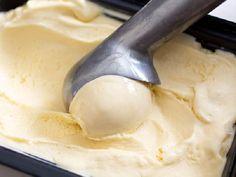 O Sorvete Cremoso de Leite Ninho com 3 Ingredientes é econômico, fácil de fazer e irresistível!