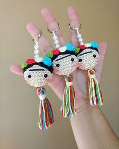 Crochet Keychain Pattern, Crochet Purse Patterns, Crochet Amigurumi Free Patterns, Crochet Baby Toys, Crochet Gifts, Crochet Dolls, Crochet Totoro, Yarn Crafts For Kids, Crochet Flower Tutorial
