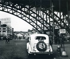 hack stand in new york city | 1936 | #vintage #1930s #newyork