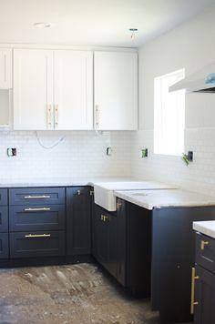 kitchen update: painted cabinets // brittanyMakes - The Vintage Rug Shop Navy Kitchen Cabinets, Kitchen Cabinet Colors, Painting Kitchen Cabinets, Kitchen Paint, Diy Kitchen, Kitchen Decor, Kitchen Design, Shop Cabinets, Studio Kitchen