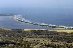 El tajamar occidental y la ciénaga de Mallorquín. Barranquilla desde el aire