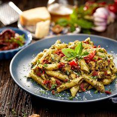 Penne Pasta, Pasta Salad, Pasta Carbonara, Restaurant Specials, Cold Pasta, Low Carb Bread, How To Cook Pasta, Italian Recipes, Cooking