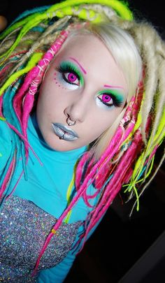 Friggin awesome contacts and make-up
