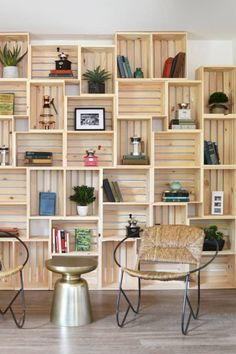 Apple Crate Shelves, Wood Crate Shelves, Crate Bookcase, Diy Wooden Crate, Wooden Crates, Book Shelves, Display Shelves, Crate Storage, Wall Storage