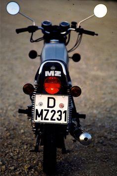 MZ ETZ 250 Trotzdem war die ETZ 250 ein ernst zu nehmendes Motorrad, das sein Müsli-Image nicht ganz zu recht mit sich herumschleppte.
