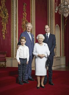 Prince George, Prince Charles, Queen Elizabeth II and Prince William during a Royal Family Portrait at Buckingham Palace on January 2020 in London, England. Prince Charles, Prince William Et Kate, Prince William Family, Prince Harry And Meghan, Prince George Photos, Duke William, Prince Philip, Prince Georges, Duchess Kate
