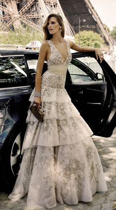 Soft, feminine stunning gown that could be used as a wedding gown. Evening Dress Long, Evening Dresses, Beautiful Gowns, Beautiful Outfits, Gorgeous Dress, Mode Glamour, Dream Dress, Look Fashion, High Fashion