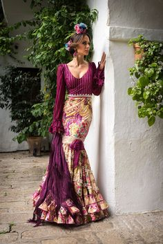 beautiful purple with a print Flamenco Costume, Flamenco Skirt, Flamenco Dancers, Dance Costumes, Flamenco Dresses, Spanish Dress, Mode Simple, Spanish Fashion, Mode Boho