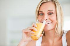 Padá na vás únava? Možná za to může nedostatek vitamínů. Jejich příjem se dá ale snadno zvýšit. Připravte si některý z našich vitamínových koktejlů!