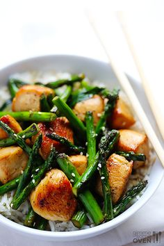Chicken and Asparagus Stir-Fry -- so easy and delicious, plus it only takes 15 minutes to make! | gimmesomeoven.com