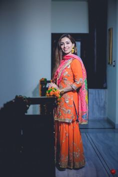 Orange & Pink gharara for mehndi Punjabi Suits Party Wear, Pakistani Fashion Party Wear, Indian Fashion, Punk Fashion, Embroidery Suits Punjabi, Embroidery Suits Design, Indian Attire, Indian Outfits, Emo Outfits