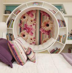 """761 curtidas, 52 comentários - Chris Silveira (@chrissilveiraarquiteta) no Instagram: """"Detalhe do quarto da menina! Na parede lateral um nicho redondo para leitura com futon apoiado,foi…"""""""