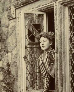 A young Agatha Christie , ca. 1910.