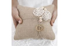 Ring bearer pillow made of brown, jute, fabric with lace flowers and light pink roses and twine, size centimeters. Chic Wedding, Rustic Wedding, Wedding Rings, Wedding Ring Bearers, Rustic Ring Bearers, Wedding Bride, Wedding Cards, Lace Wedding, Wedding Themes