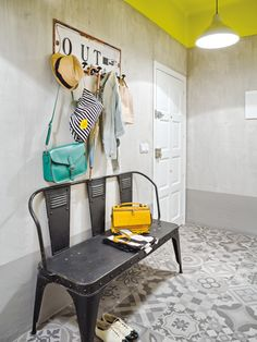 Tiled apartment with yellow ceiling - hoe richt ik mijn hal industrieel in?…