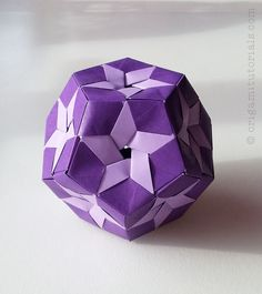 Tip: Papers I usually buy on Ebay or Origami Shop. Japanese books I tend to buy from CDJapan. The last kusudama I introduced you to, was the Oleo Kusudama – now please meet it's close relative, the Star Prints Kusudama. Both of them were designed by Aldo Marcell and both of them have a very …