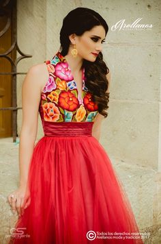 I like this for our maid of honor. Dama Dresses, Quince Dresses, Quinceanera Dresses, 15 Dresses, Dress Outfits, Evening Dresses, Fashion Dresses, Formal Dresses, Mexican Fashion