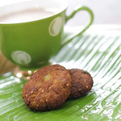 Nothing to beat the comfort of Tea (Tea time) or Soup (Lunch/Dinner) with some spicy bites during the rainy season. Jain Recipes, Indian Veg Recipes, Vegetarian Recipes, Cooking Recipes, Ethnic Recipes, Spicy Bite, Plantain Recipes, Raw Banana, Asian Snacks