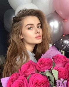 Sugar daddies are not stereotypically refers to old men, thwy are wealthy genourous men who look for attractive sugar babies offering lavish gifts and finer things exchange for companionship Beautiful Girl Makeup, Beautiful Lips, Beautiful Long Hair, Beauty Makeup, Hair Makeup, Hair Beauty, Cute Girl Face, Aesthetic Girl, Woman Face