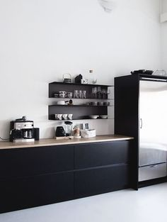 A striking black, white and wood kitchen in a Finnish home in a converted factory / Projekti Verkaranta - Jutta K. Black Kitchens, Cool Kitchens, Kitchen Black, Kitchen Small, Interior Design Kitchen, Kitchen Decor, Kitchen Ideas, Kitchen Wood, Kitchen Styling