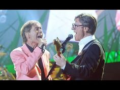 Hank Marvin defends Sir Cliff Richard from 19 minutes in - Mail On Sunda...