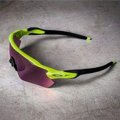 b2fa79bdea RadarEv di Oakley. #oakley #oakleyeyewear #occhialeriasportiva #ciclismo  #sport #eyewearglasses #sunglasses #occhialidasole #occhialidavista # eyeglasses ...