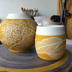 The post Carving thrown pots today. Sgraffito, Ceramic Pots, Ceramic Clay, Ceramic Painting, Porcelain Ceramic, Pottery Painting Designs, Pottery Designs, Pottery Ideas, Pottery Mugs