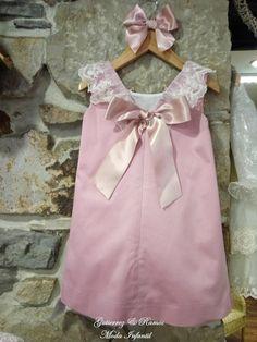 ¡Carmen Taberner!, dulcura, estilo, diseño..   Si no.....,   comprobarlo por vosotras mismas.   Un vestido que es para mostrar, solo.    ...