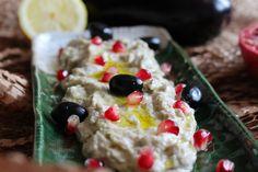 Baba Ganoush ist eine köstliche Auberginencreme mit Tahin und passt super zum Grillen.