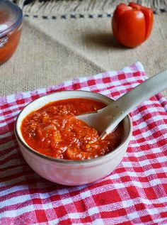 Homemade pizza sauce recipe: Easy and tasty recipe for making pizza sauce at home,no preservatives,artificial colors,clean easy recipe @ http://cookclickndevour.com/easy-pizza-sauce-recipe